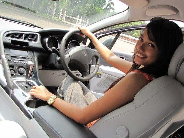 Cara Berkendara Menyetir Mobil Dengan Tenang di Jalan Raya